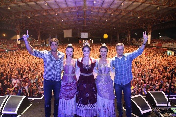 Noite sertaneja reúne 45 mil pessoas na Festa Nacional da Uva